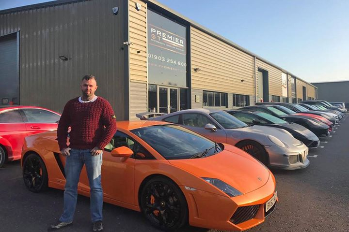 A pleasure to hand over our stunning #Lamborghini #Gallardo to Dan this morning who travelled all the way down from Lincolnshire to collect. A top chap, we wish you a #MerryChristmas and a very enjoyable drive home.