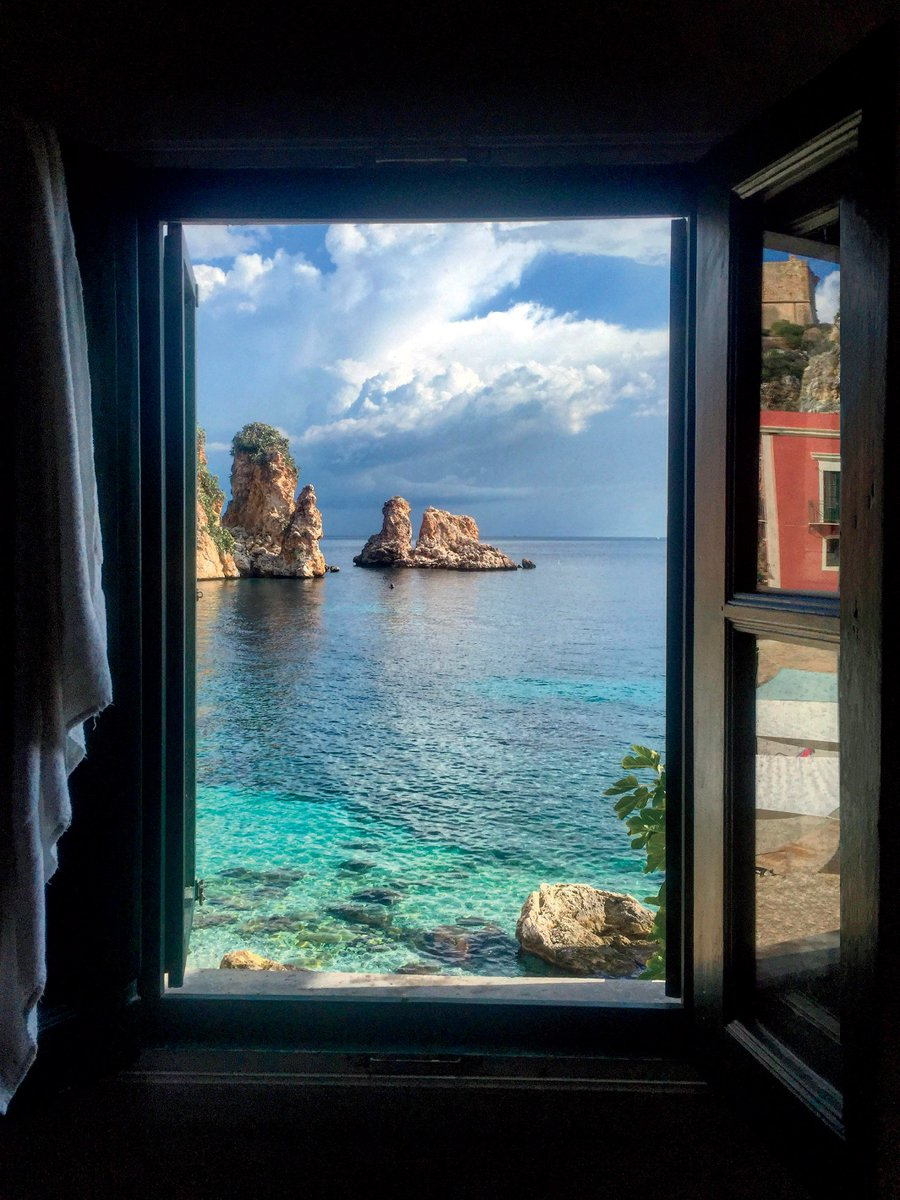 These hotel rooms officially have the best views in the world   https://t.co/Ru3xcAdJ0u