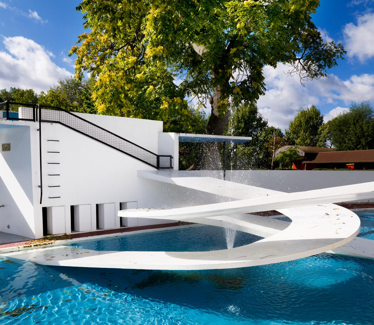 The leading Modernist architect Berthold Lubetkin was born on this day in 1901  Much of his work is listed and much of it at Grade I, including the Penguin Pool at @zsllondonzoo  https://t.co/QfJwhbmE7k