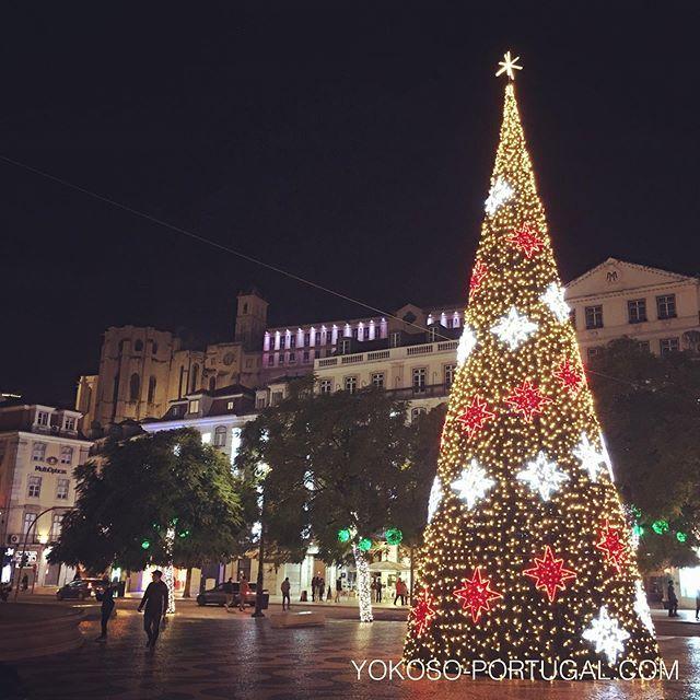 test ツイッターメディア - ロシオ広場のクリスマスツリーとライトアップされたカルモ教会。 #イルミネーション #リスボン #ポルトガル https://t.co/tPpR3fsMnU