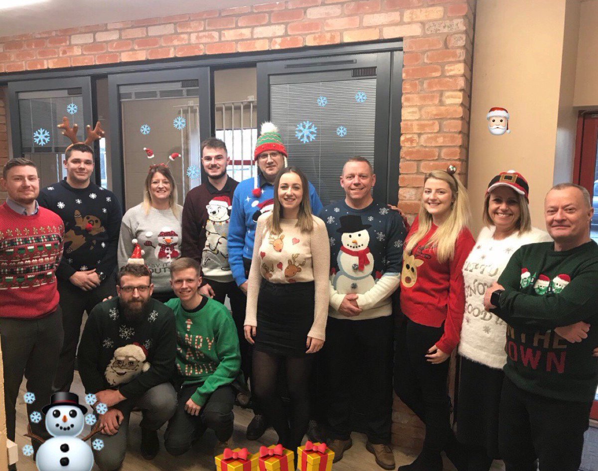 It's Christmas jumper day in aid of Save The Children, we hope you're celebrating with us! 🏠 #panoramicdoorsuk #alumen #welglaze #homebuilding #homedesign #christmasjumperday2018 #savethechildren #charitywork https://t.co/5m1B9fC8hZ