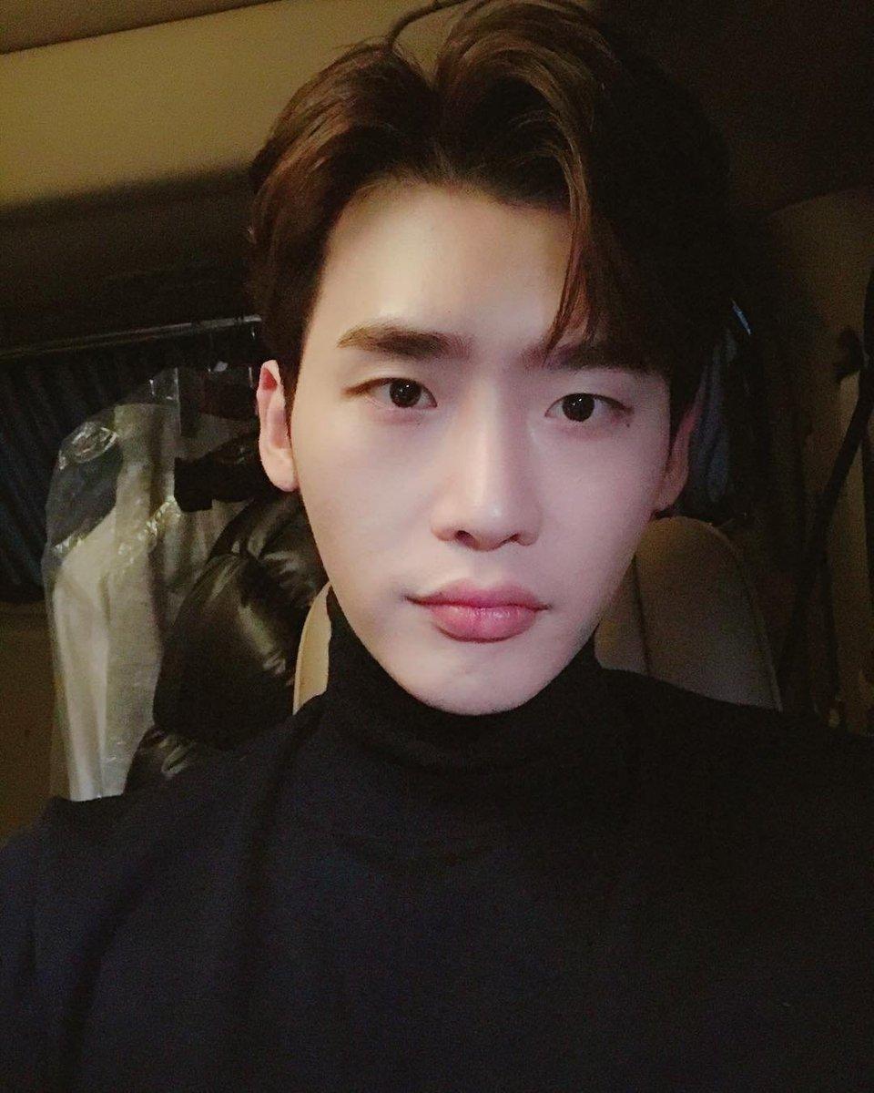2018 12 14 #이종석 #LeeJongSuk Instagram Update: 잘자🙋 ♂️ Tweet