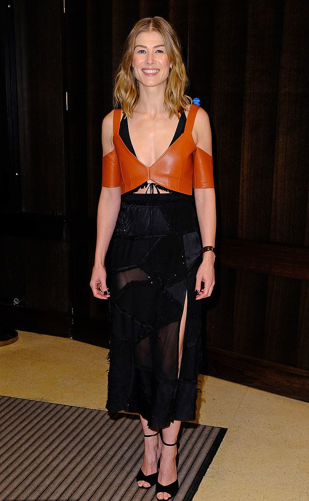 Rosamund Pike wore Altuzarra to the special screening for 'A Private War' https://t.co/vQVy0MMPX4