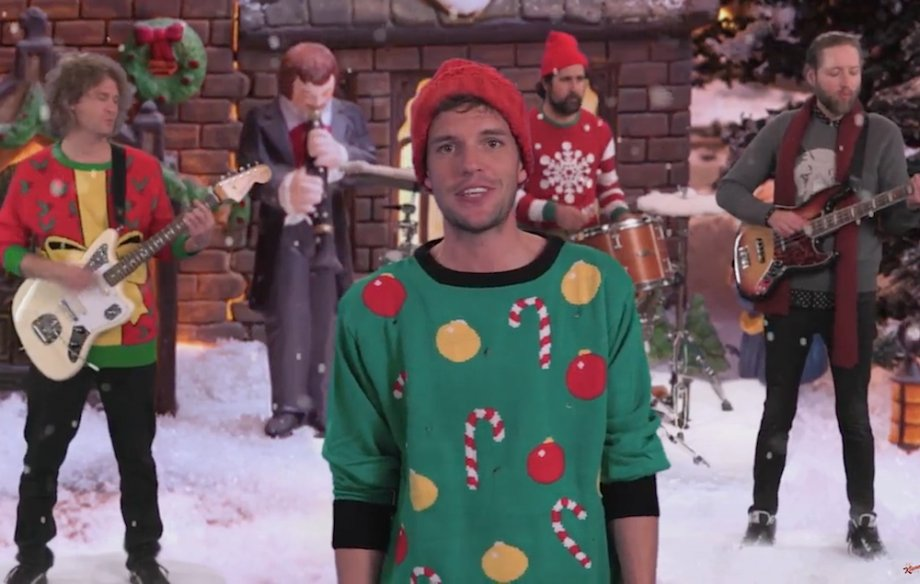 Here's a really good Christmas playlist for you https://t.co/fI4BtQuykP