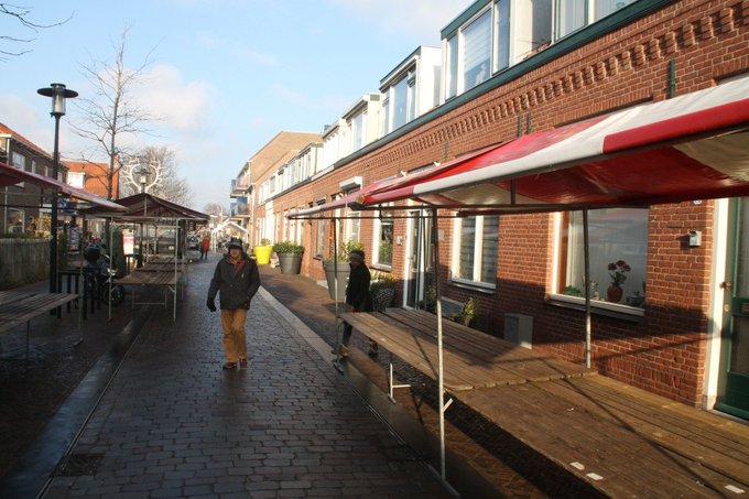 RT @ErikZalm5: In Den Hoorn wordt de kerstmarkt opgebouwd, de kerstmarkt begint om 16:00 uur en duurt tot 21:00 uur. https://t.co/EQumw4uxW1
