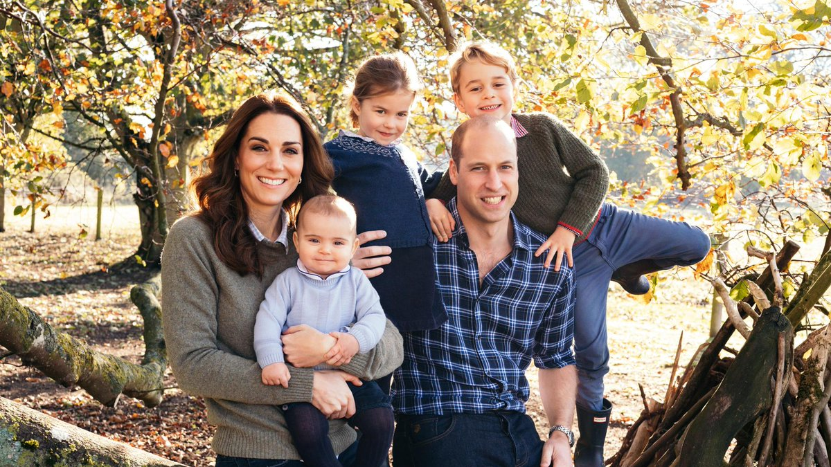 See Prince William and Kate Middleton's royal family Christmas card: https://t.co/yBZib0uSDd