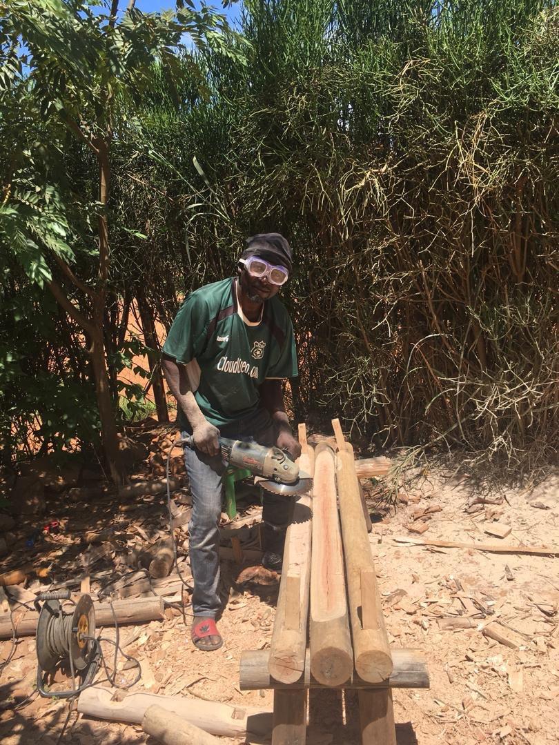 test Twitter Media - Nous somme reconnaissant pour l'investissement dont parents de la communauté font preuve. Ici un papa dans les deux filles sont inscrites à Malaika nous aide avec les travaux de menuiserie ❤️ #Malaika #RDC #communauté #kalebuka https://t.co/WRM9VU4dRR