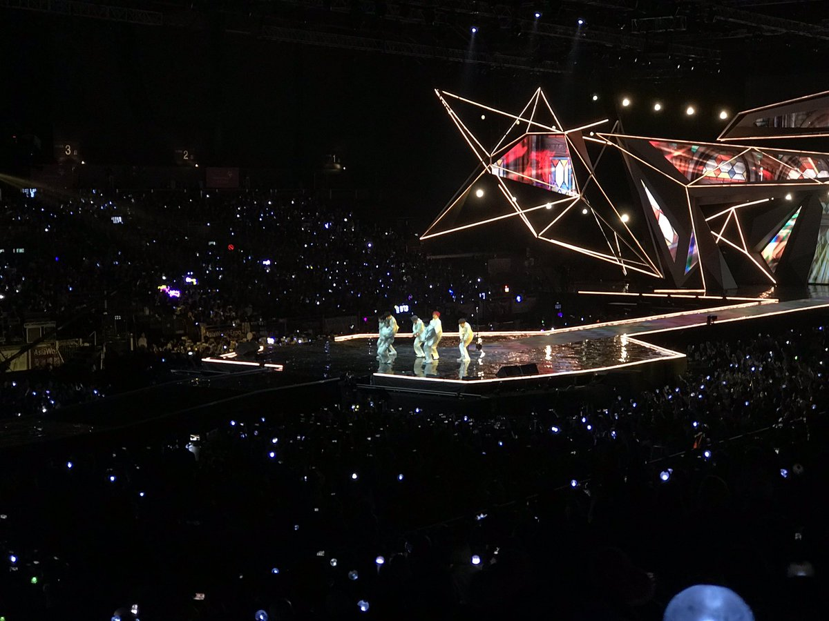 Here they are ARMY! @BTS_twt now performing on stage! #2018MAMA #2018MAMAonMYX