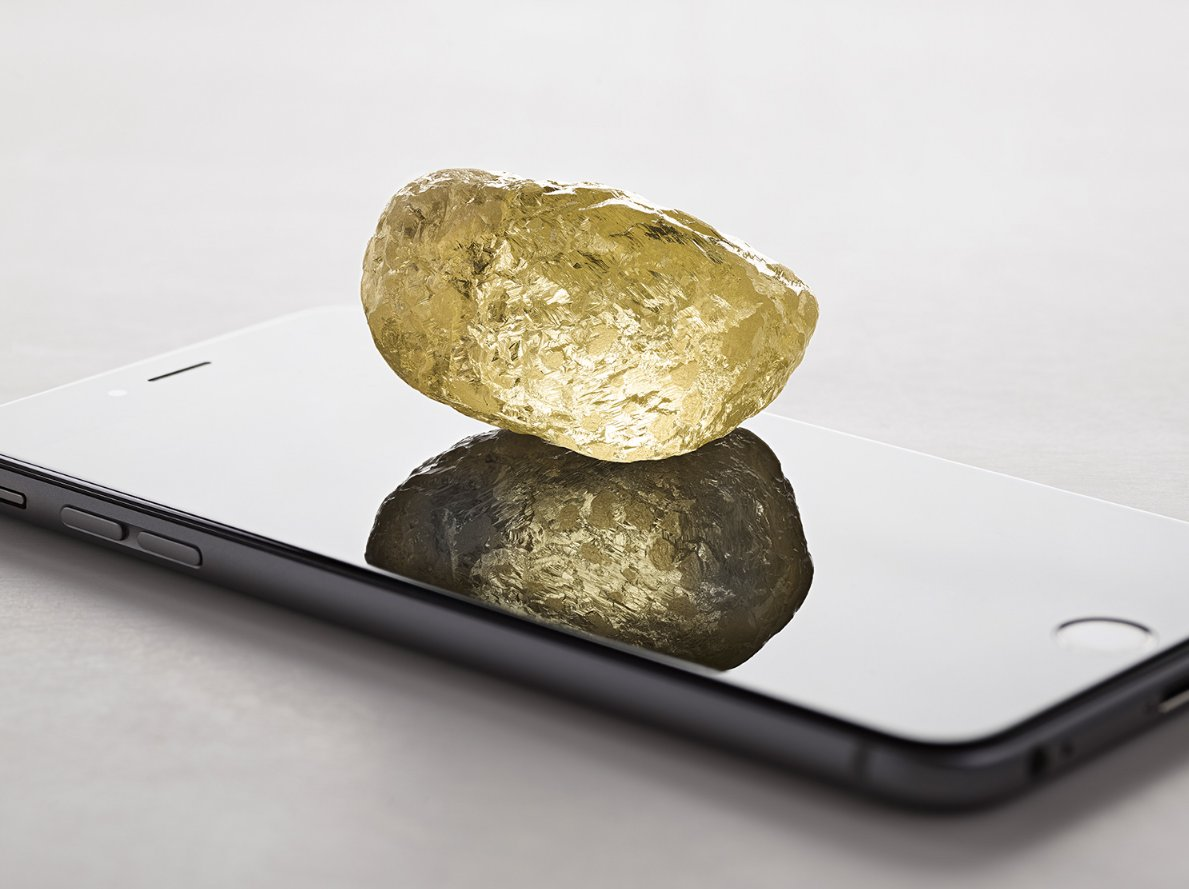 Miners just unearthed the biggest diamond ever found in Canada 😱  The 552-carat yellow gem is almost 3 times the size of the next largest stone discovered in North America