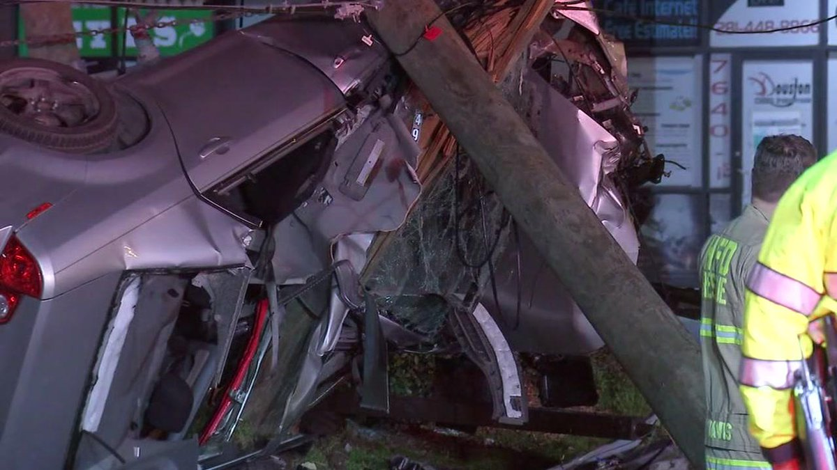 DWI CRASH: Authorities say a suspected drunk driver was speeding when he went airborne and slammed into a utility pole in north Houston. https://t.co/NJvyr6Ic7r