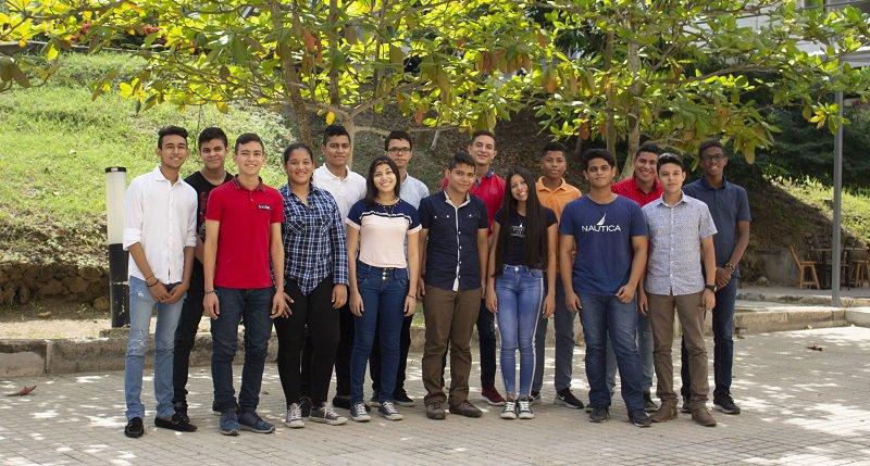 18 NUEVAS BECAS A ESTUDIANTES DE EXCELENCIA DEL CARIBE COLOMBIANO ENTREGÓ LA UTB