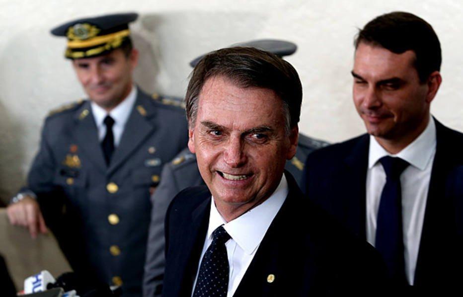 >@brdezoito Extradição é vitória de Bolsonaro, mas falta achar Battisti https://t.co/Qs6MfKhPUL