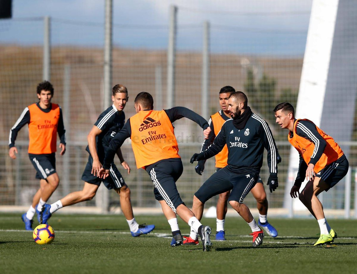 Bale, absent in training prior to the match against Rayo Vallecano. @GarethBale11, who has a blow to the ankle of the game against CSKA, has not trained on the grass so everything points to not be tomorrow in the league appointment. #HalaMadrid #rmliga