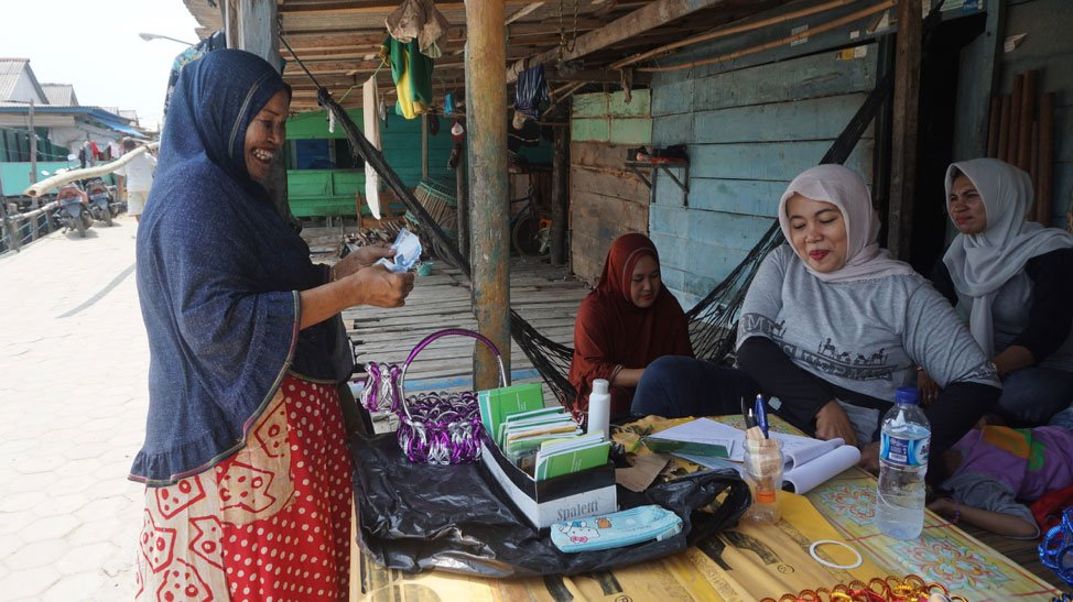 """Happy Friday! Our latest blog post is out! Read about the challenges & local solutions to go """"green"""" in one of the biggest cities in Indonesia 👇 http://bit.ly/2SMVmoR"""