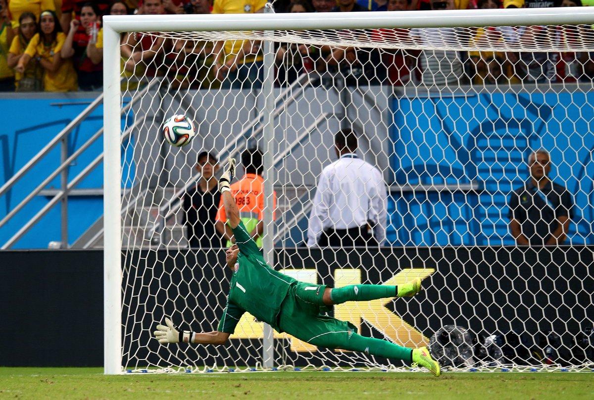 ¡Feliz cumpleaños,@NavasKeylor!🎂  Who remembers his penalty heroics at the 2014 #WorldCup? 🙋♀️🙋♂️🇨🇷