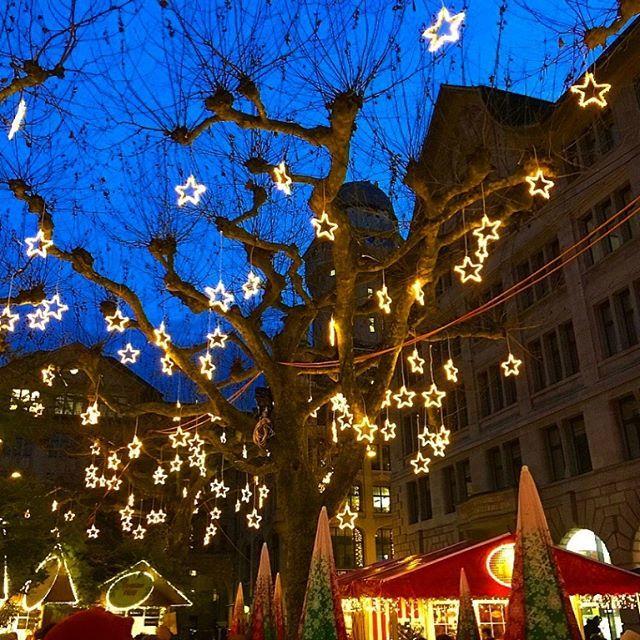 Zurich Christmas Market  Read all about my trip via link in bio. It was awesome! #switzerlandtrip #christmastravel #magicalwinterlights #zurichtravel #zurichchristmas #zurich_switzerland #prettylittletrips #loveswitzerland #twilight @myswitzerland #… https://ift.tt/2Gf3Pjqpic.twitter.com/U4lHfVykMs