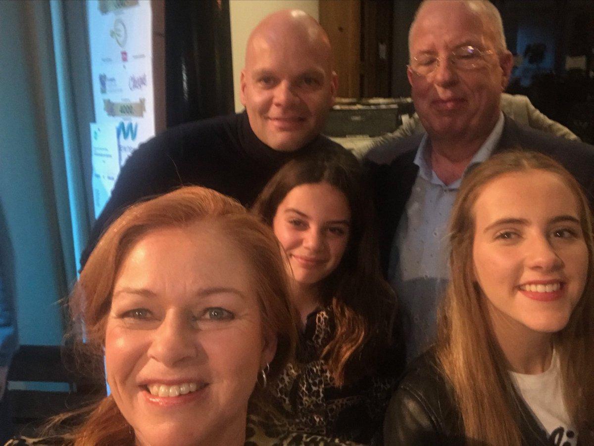 #ambassadeur @welink_alfred, dochters Welink en #HansdeWilligen van de #LionsAssenDrentscheAa (met nog even 4x2500 euro aan cheques 👍 Topopbrengst dik 211.000 euro voor #vb18 #SamenvoordeVoedselbank18 https://t.co/8cNL1rJ7FP