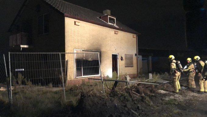 Brandweer eruit voor woningbrand aan de Oudedijk in Maasdijk. Betrof fikkie in een slooppand. https://t.co/pt4ko5i9Qq