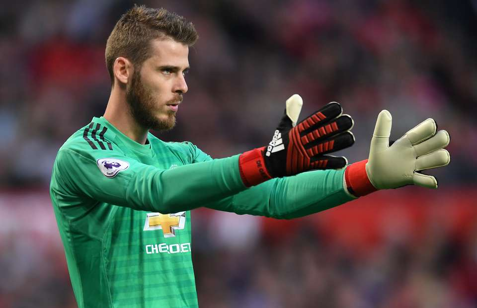 David de Gea is on the verge of agreeing a new long term deal at United. He is set to earn up to £400,000-a-week after bonuses. #mufc [Sun]