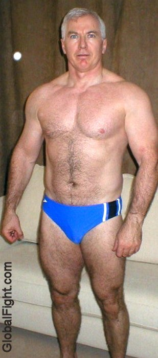 wrestler-with-big-thick-legs-tommy-rowlands