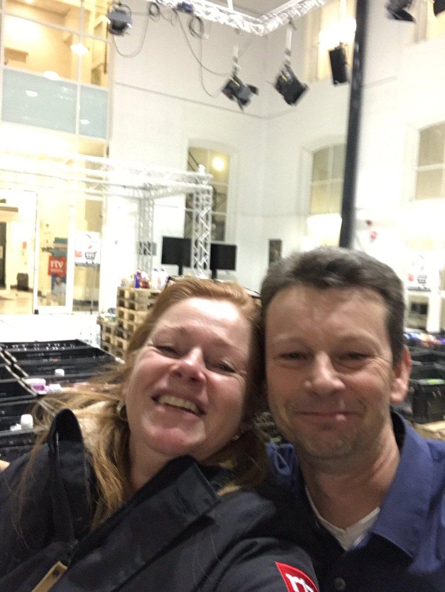 Zozo! T was ons 't weekje wel! Of niet @arjentalsma! Krattenfeest in atrium en rust! #vb18 #samenvoordevoedselbank18 uitpuffen en nagenieten... @RTVDrenthe https://t.co/SXDHdLBIWg