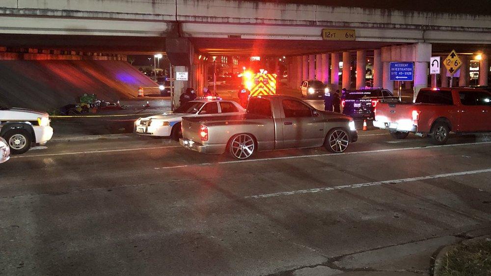 Homeless man shot, killed under bridge in north Houston https://t.co/33F6unD3kH #khou11