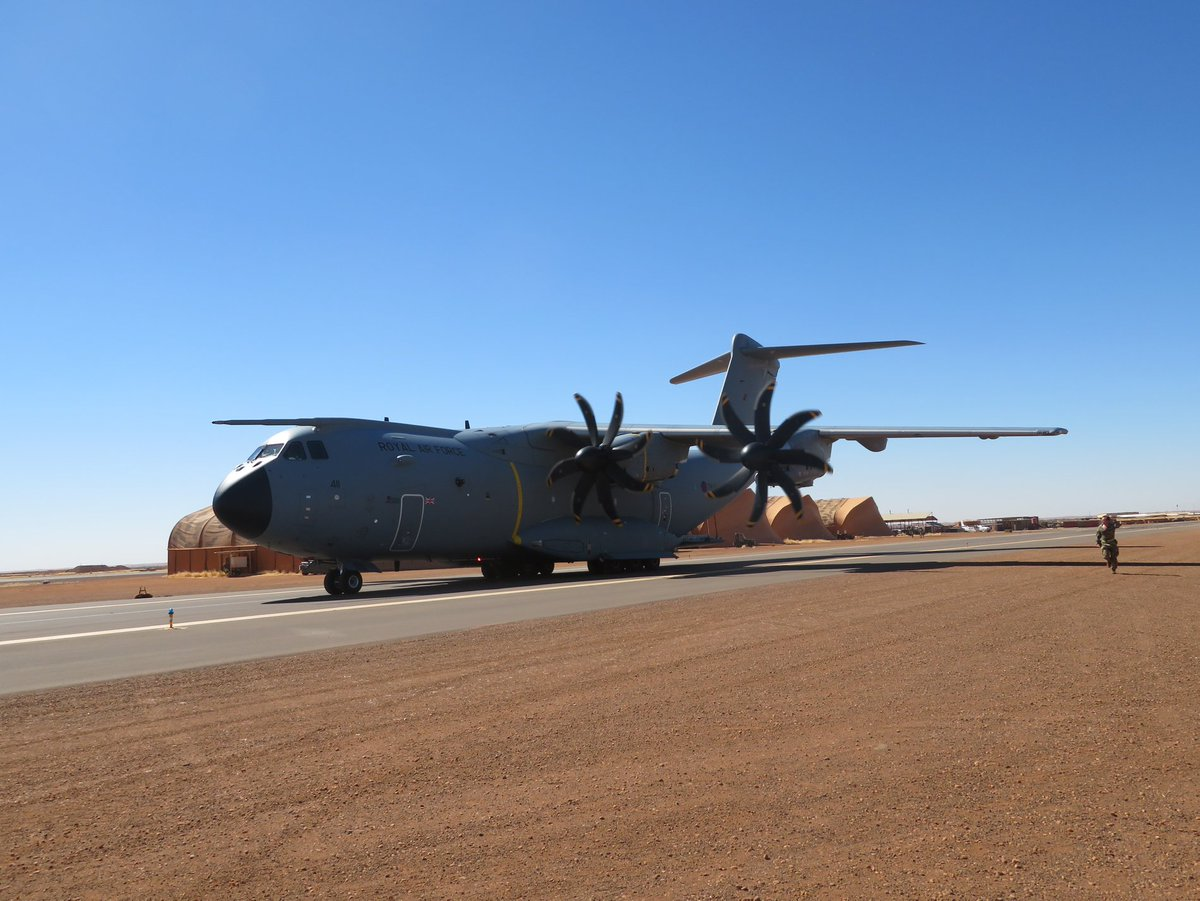 A @RoyalAirForce A400M arrived at Gao Air base in Mali supporting the British Chinook detachment on Op NEWCOMBE. The aircraft carried a number of pallets containing aircraft spares, medical supplies as well as over 500Kg of post in time for #Christmas @DefenceHQ