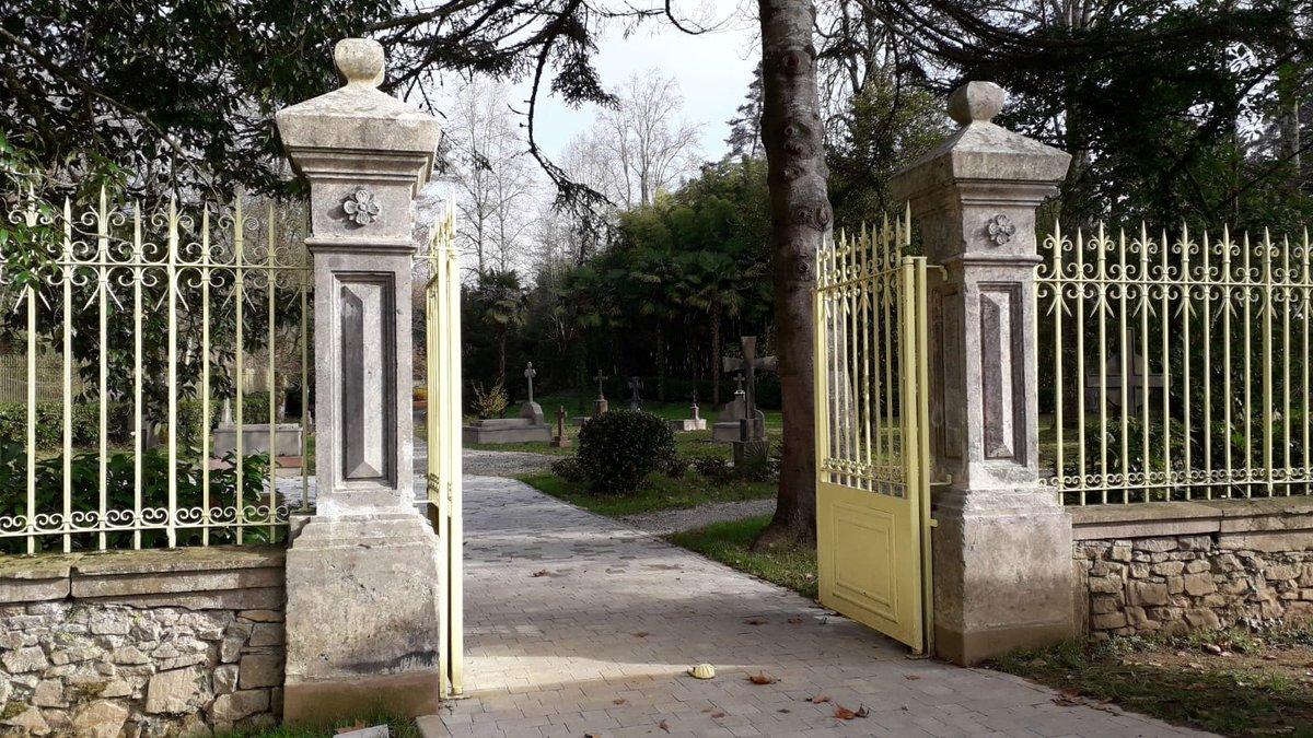 #Sorpresa #Cementerio en el #Jardín de #Bertiz  #SeñoríodeBertiz @Baztan_Bidasoa  #Rodaje @TrilogiaBaztan. Cuando ficcion y realidad se confunden... #Bitxikeria! #Brtizeko lorategian hilerria egin dute pelikula grabatzeko!  @TurismoNavarra  @radioeuskadi https://t.co/ukQDgxe3bA