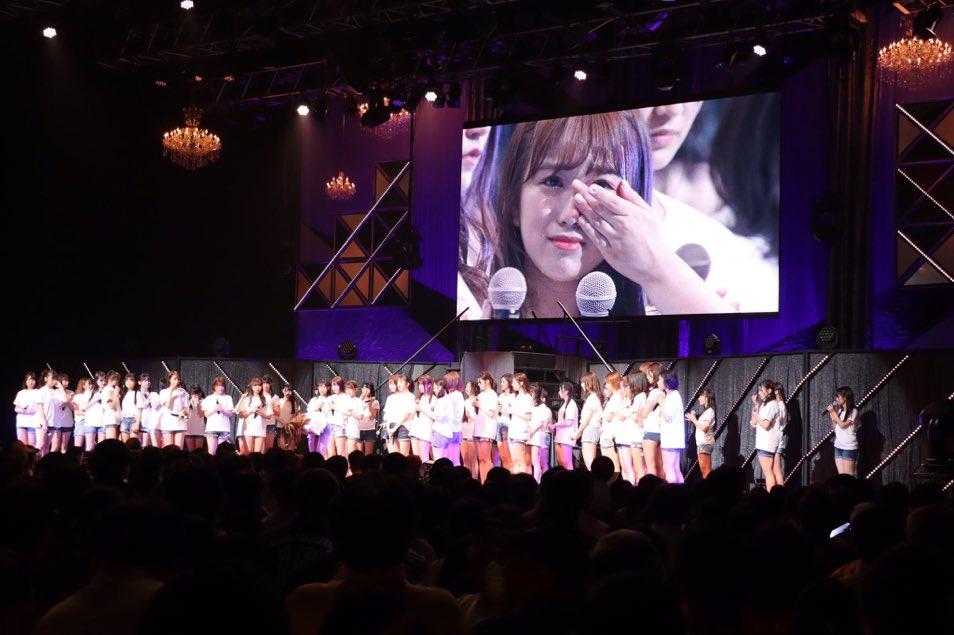 Sakura & Nako crying at HKT48 concert due to Sashi's