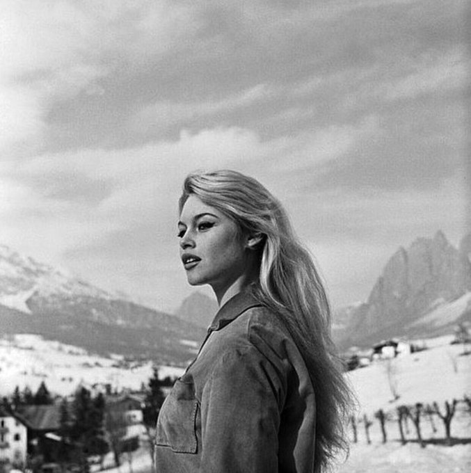 Brigitte Bardot Dud55eeW0AAqFzz