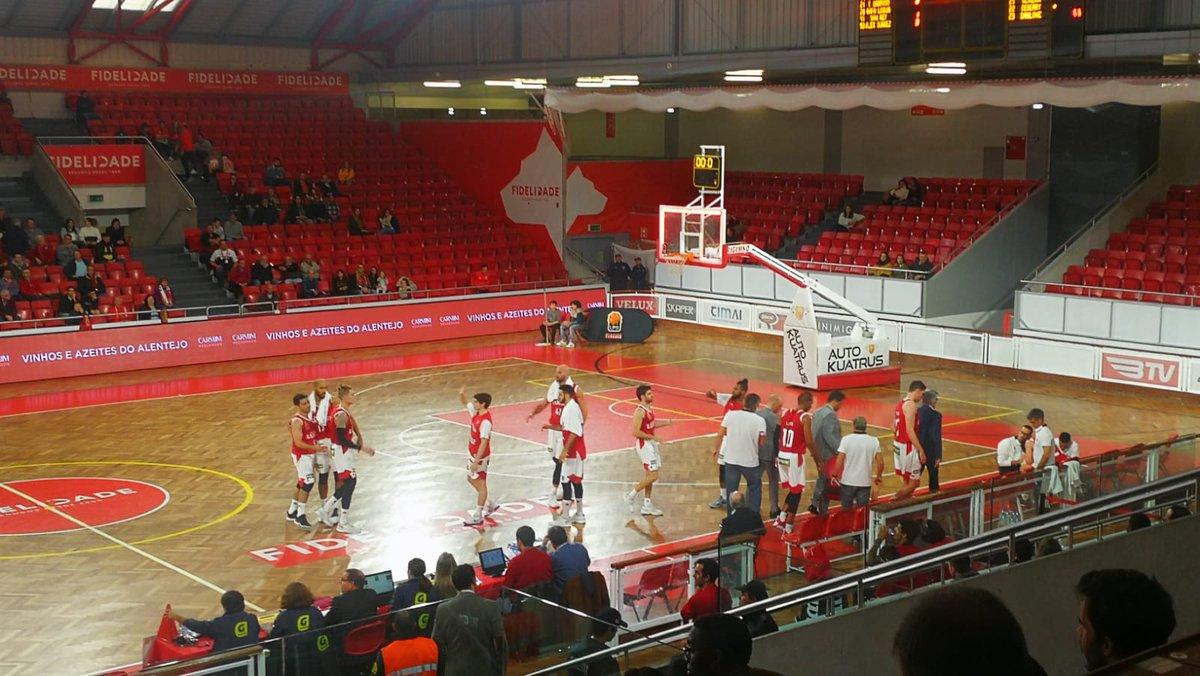 #BasketBenfica | Fim do 1.º quarto | SL Benfica 32-21 Ovarense  #UmaCamisolaVáriasEmoções