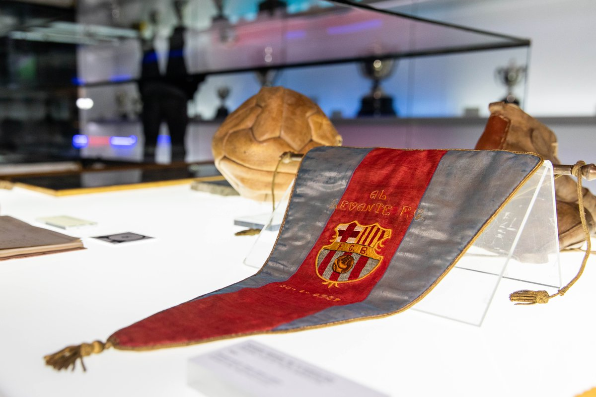 The Mediterranean League trophy has since been lost so this pennant is especially valuable. 👏  It is the only surviving memento of the competition.