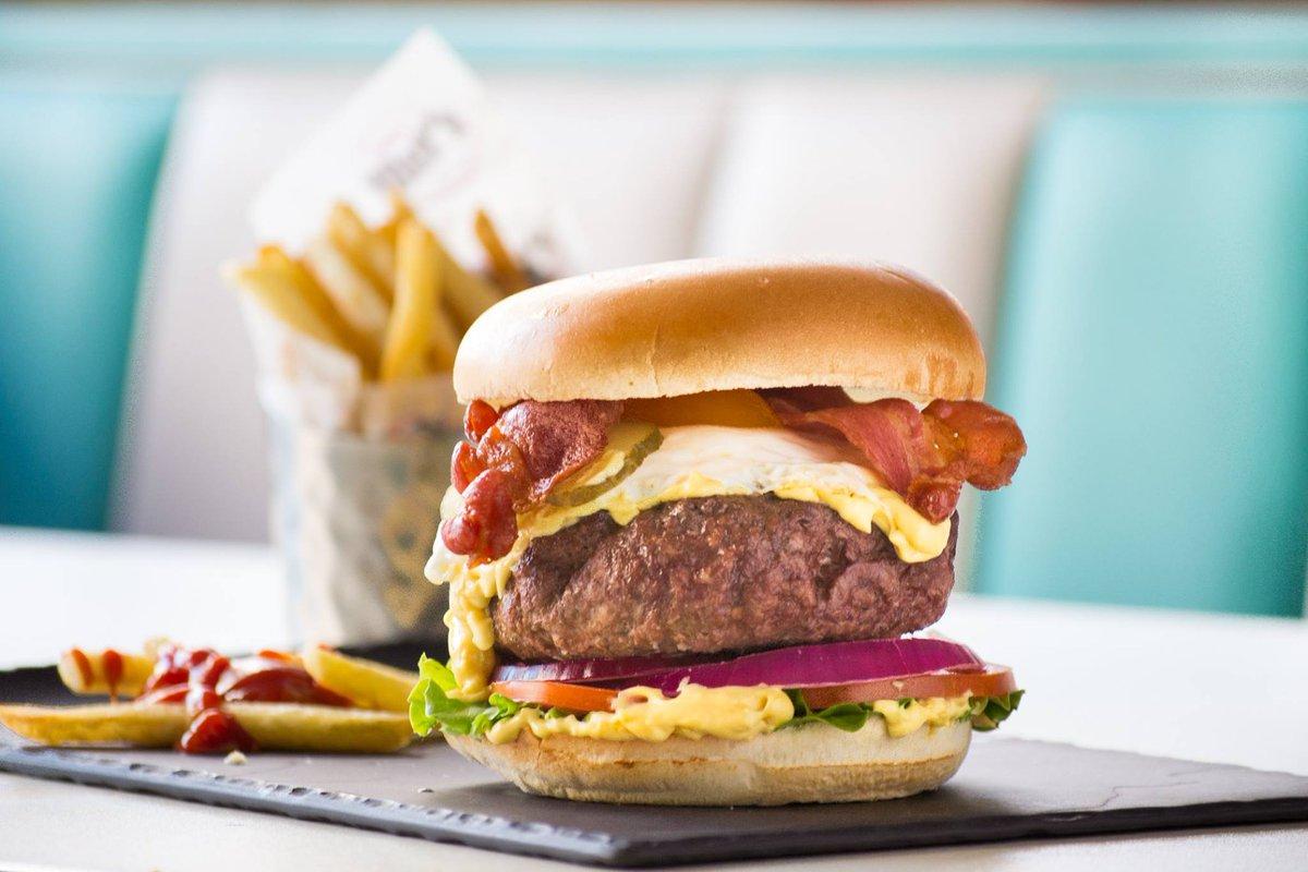 Es ver la Crazy XL Cheddar Burger y sentir las cosquillas ahí dentro 😍🍔 ¿La compartimos? https://t.co/kJtHCQsrMK #TommyMels #AmericanBurger #AmericanFood https://t.co/8ZynGhIoiJ