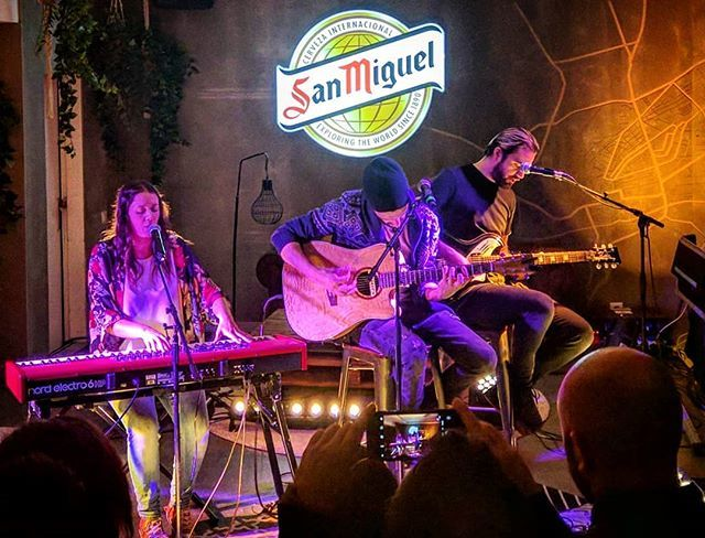 """""""Give it back to me… everything"""" 🎹👐🎸 • • • Nina, Paco & Sean #praying at #lafábrica @SanMiguel #Burgos. @morgan_musica feat. @dineromusic. #Musicexplorers ~ #Capiscol. » https://ift.tt/2SNhGi8"""