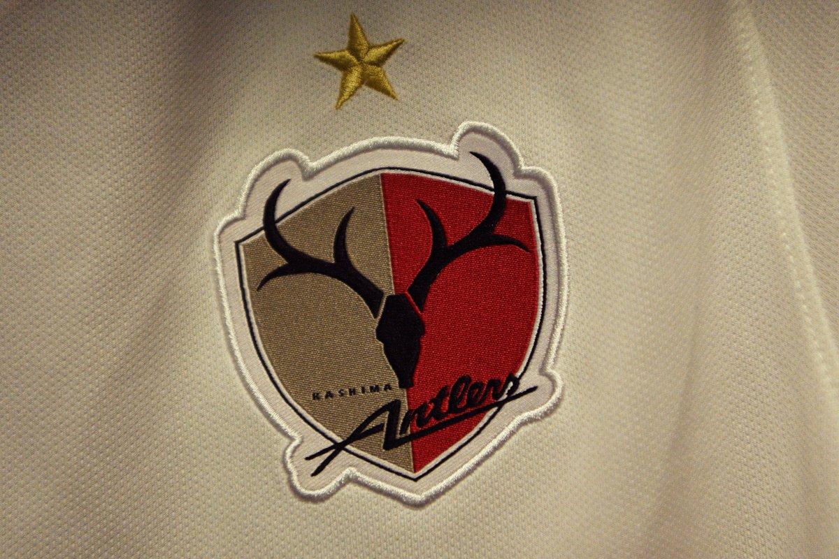 #ClubWC   LIVE  🇯🇵@atlrs_english 🆚 @Chivas🇲🇽  We're under way at Al Ain's @HBZstadium 🙌