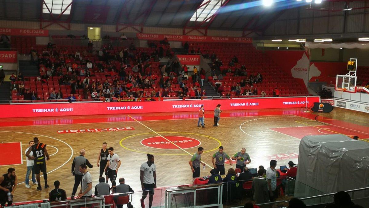 #BasketBenfica   ⏸ Intervalo!   SL Benfica 54-43 Ovarense.  #UmaCamisolaVáriasEmoções