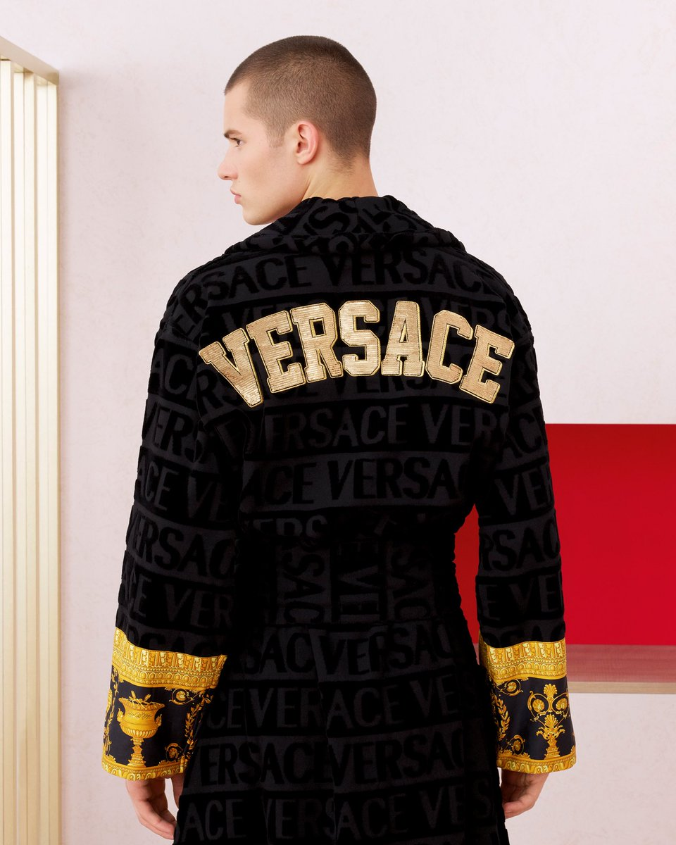 The embroidered bathrobe will make him feel like a champion. #VeryVersaceHolidays  Discover our carefully curated gift selection: https://t.co/kXekDwLsa2
