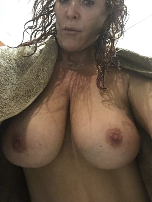 Fresh out of the shower #MILF #sexy #wet # https://t.co/1Vyq0kLM9j