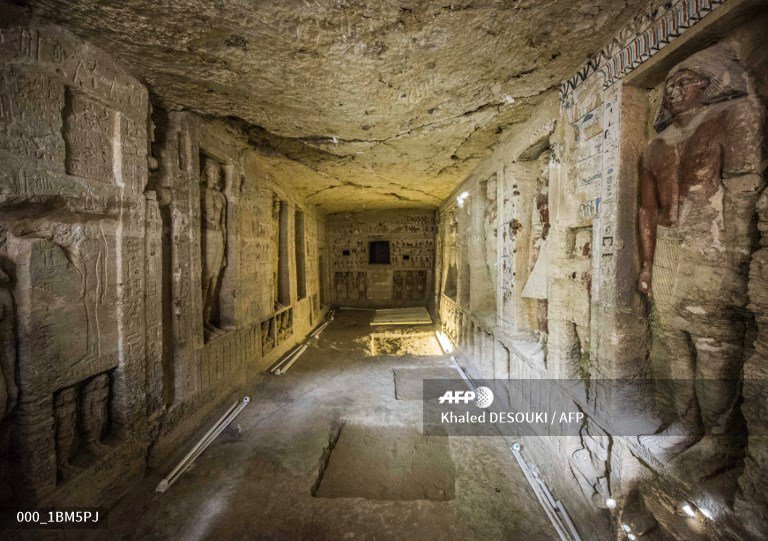 🇪🇬 Egypt unearths tomb of ancient high priest.  📸 Khaled DESOUKI #AFP https://t.co/SnhVjYCZPG