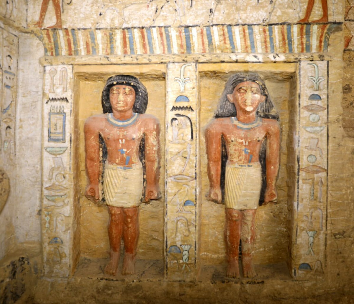 Archaeologists Discover Unspoiled Egyptian Tomb, Sealed For 4,400 Years - image DudwHK4XcAAhQwr on https://alldesingideas.com