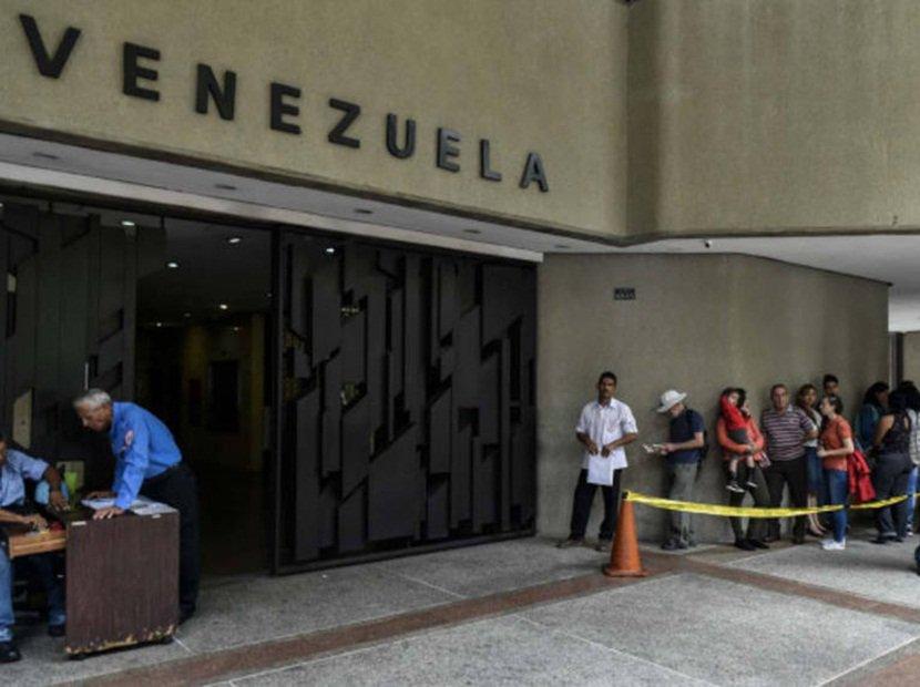 La mitad de las visas solicitadas por venezolanos en Chile🇨🇱 no han sido procesadas  https://t.co/jkZVN8tfHF  https://t.co/R4tifiwWZQ