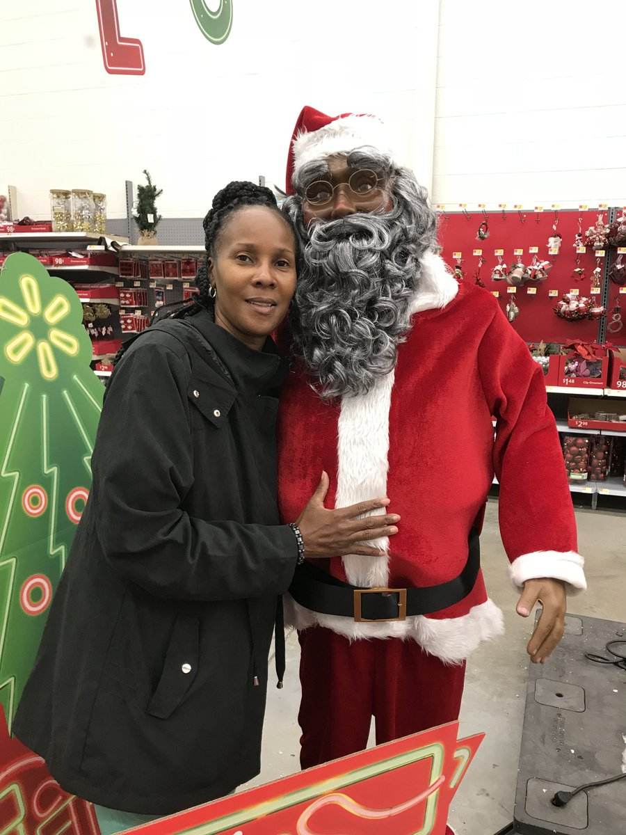 Doris Mcfee-Jackson had to catch Santa before he left for the North Pole. Thanks, Doris for sharing your photo with us! Let's see your holiday photos at  https://t.co/LxLnu1PsXJ
