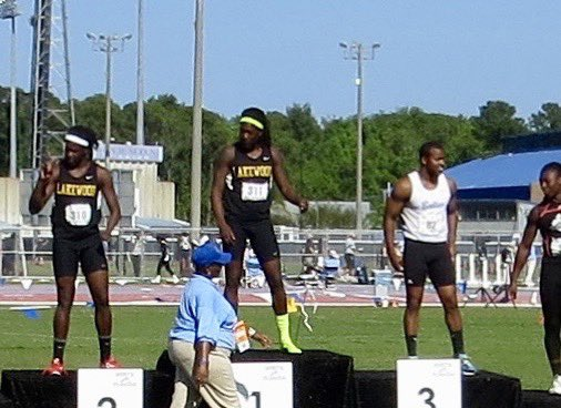 I snapped this photo of you on the medal stand at the state track meet a few years ago! Thanks for giving back to your community!<br>http://pic.twitter.com/jGS4dOvLyQ