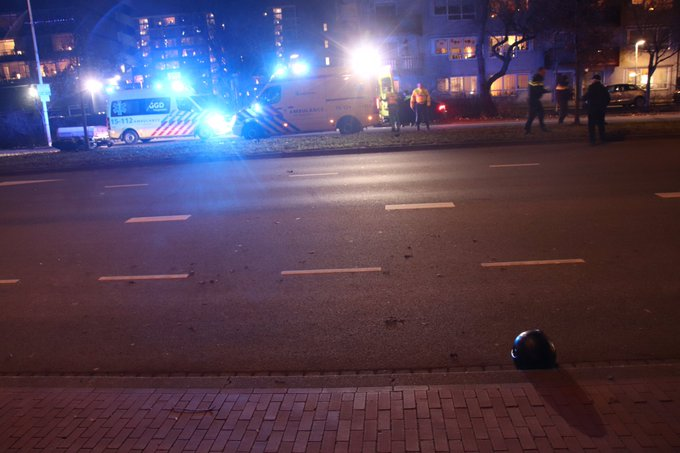 Motorrijder zwaar gewond bij ongeluk Ockenburgstraat Den Haag. Weg in beide richtingen afgezet, VOA doet onderzoek https://t.co/PHeLPuKyo6