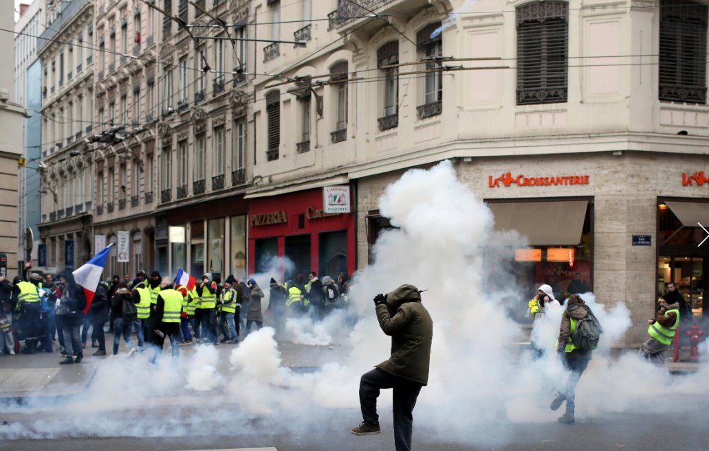 Tear gas on the Champs-Elysees but fewer Paris protesters https://t.co/f1qO3S9E7W