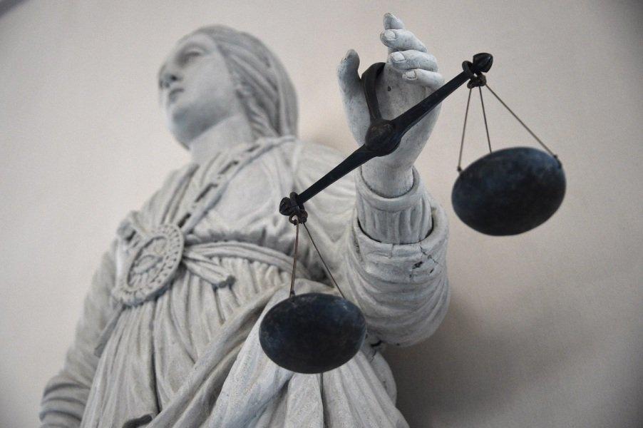 Six mois de prison avec sursis pour avoir abandonné sa fille parce qu'elle ne faisait pas bien la vaisselle https://t.co/01EMdYDHYm
