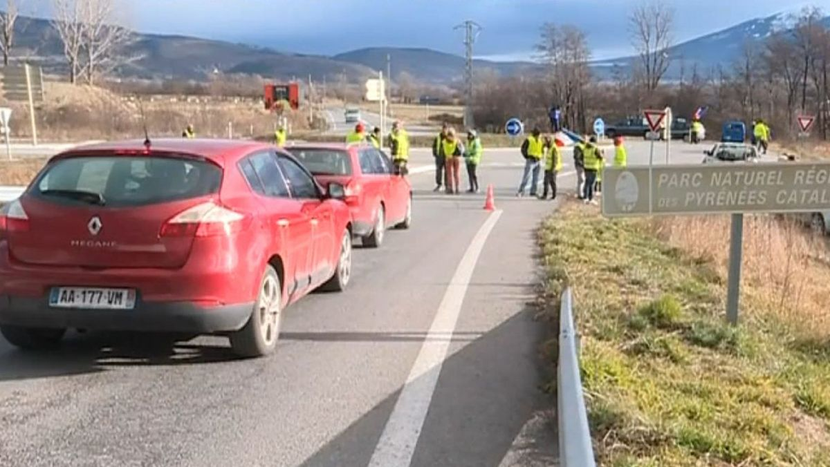 Dans les Pyrénées-Orientales les gilets jaunes se mobilisent aussi à la montagne https://t.co/sKAoP91Nti
