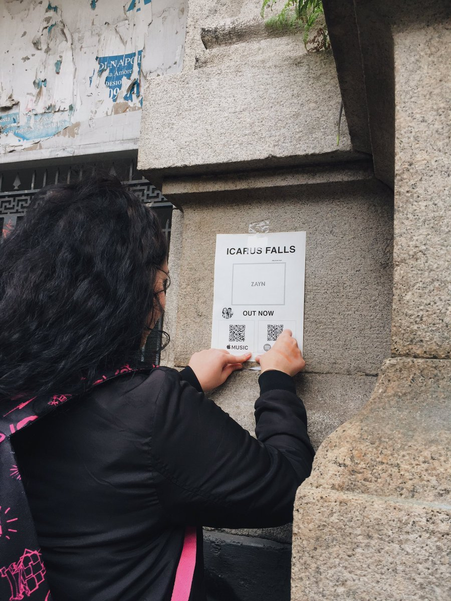 Promoting @zaynmalik s album #ICARUSFALLS in Italy (Naples) putting on the walls some drawings that I made for you🇮🇹🇮🇹This album deserves a lot, i'm so proud of u king Z. You deserves all the love and support. I hope u will notice me x #IcarusFallsStreamingParty @inZAYN
