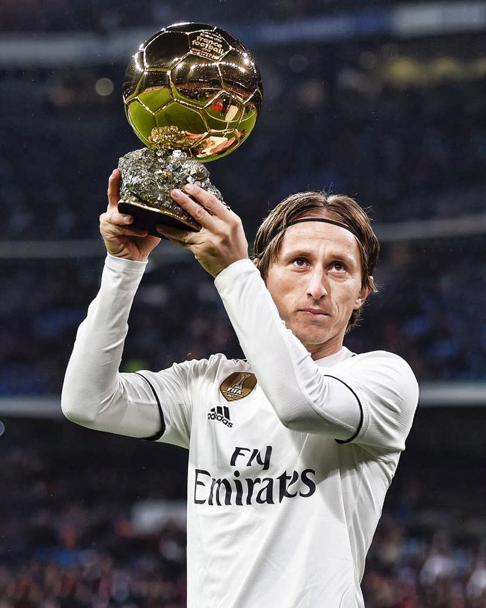 Luka Modric shares his #Ballondor with the Real Madrid fans at the Bernabéu. #HalaMadrid and