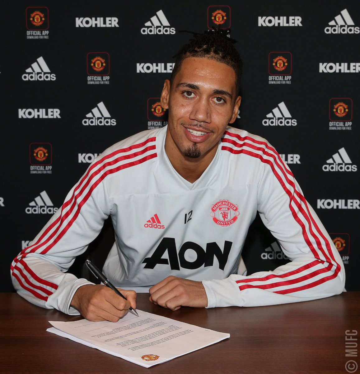 We are delighted to announce @ChrisSmalling has signed a new #MUFC contract.   Congrats, Chris! 😃